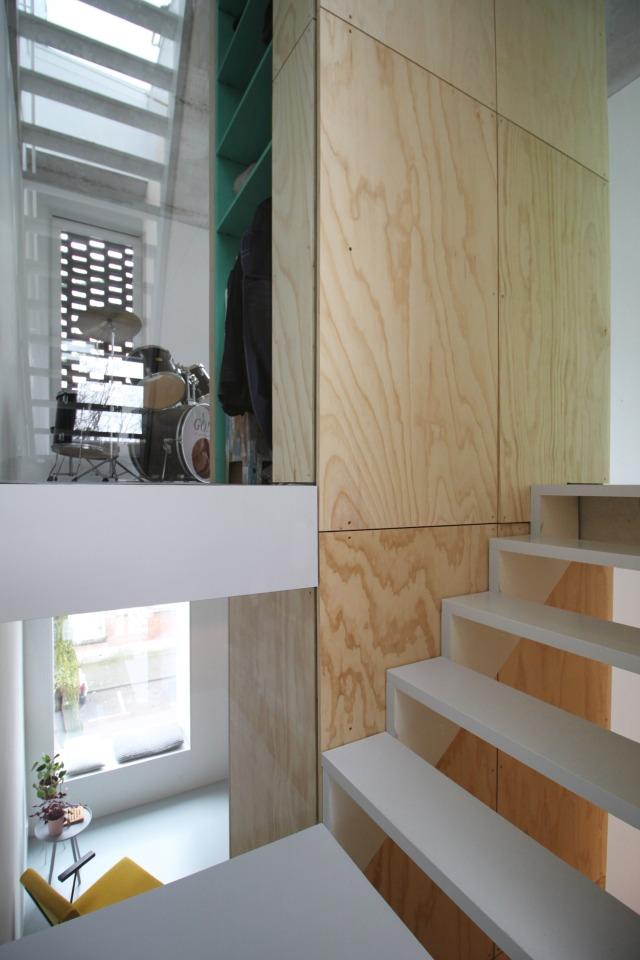 skinny-house-gwendolyn-huisman-architecture-residential-rotterdam_dezeen_2364_col_22 - Copy